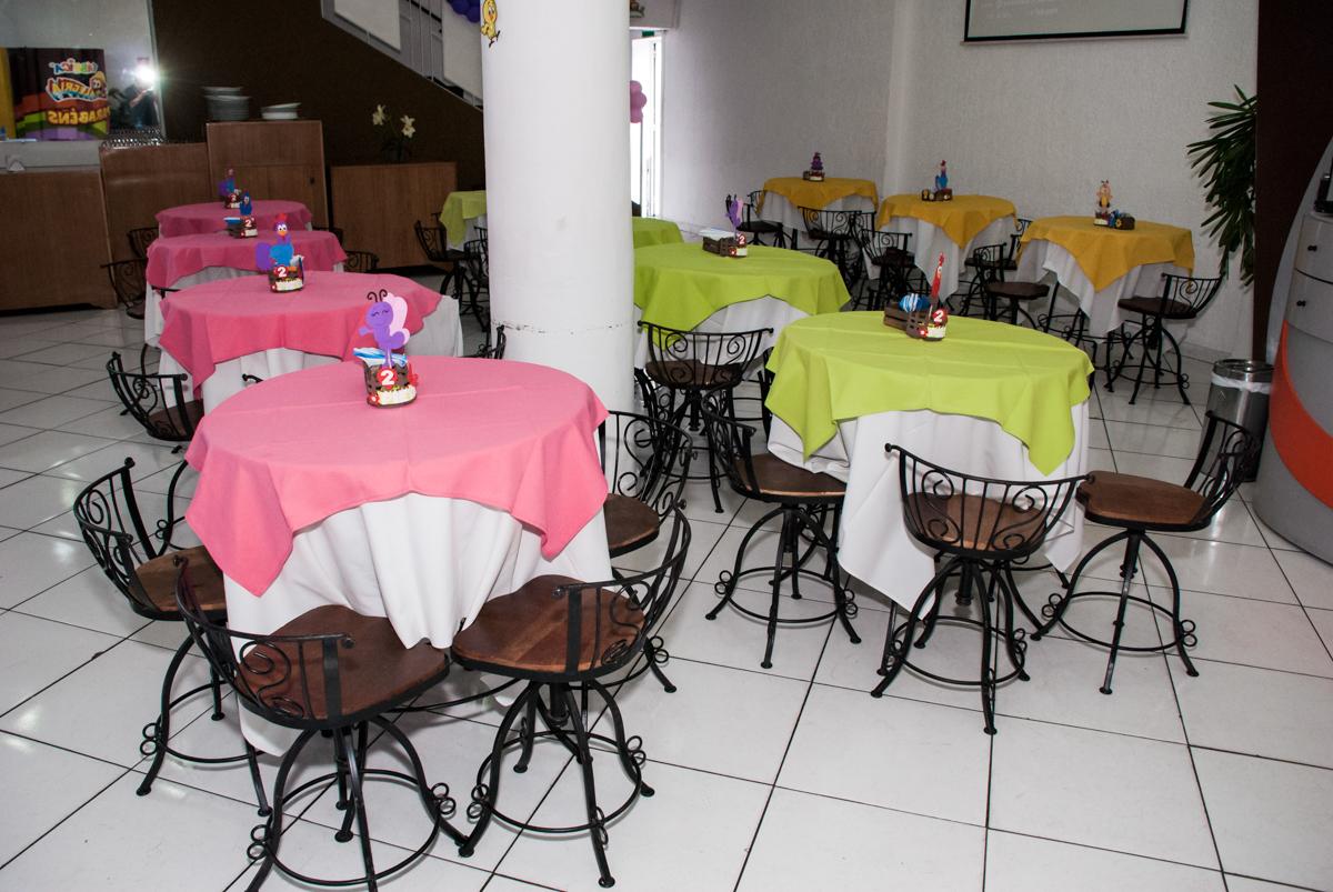 mesas decoradas para a festa