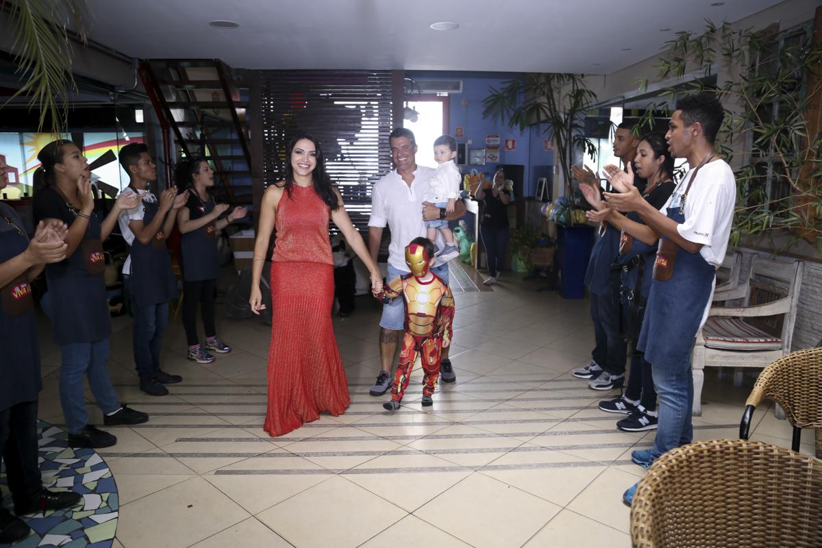 entrada da família para o parabéns