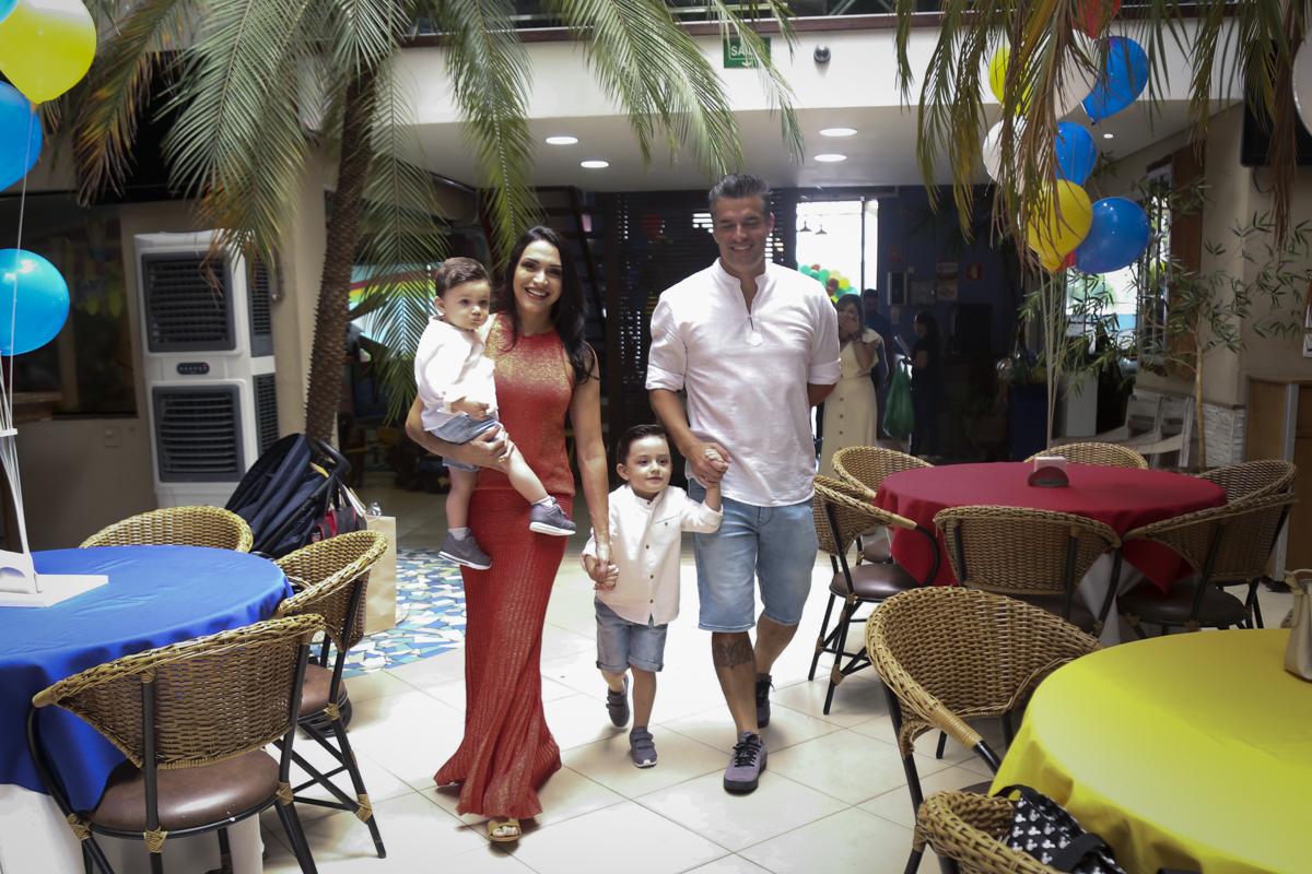 entrada da família para festa