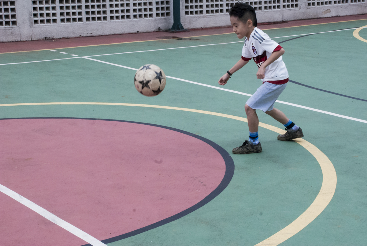 jogo de futebol com os amigos