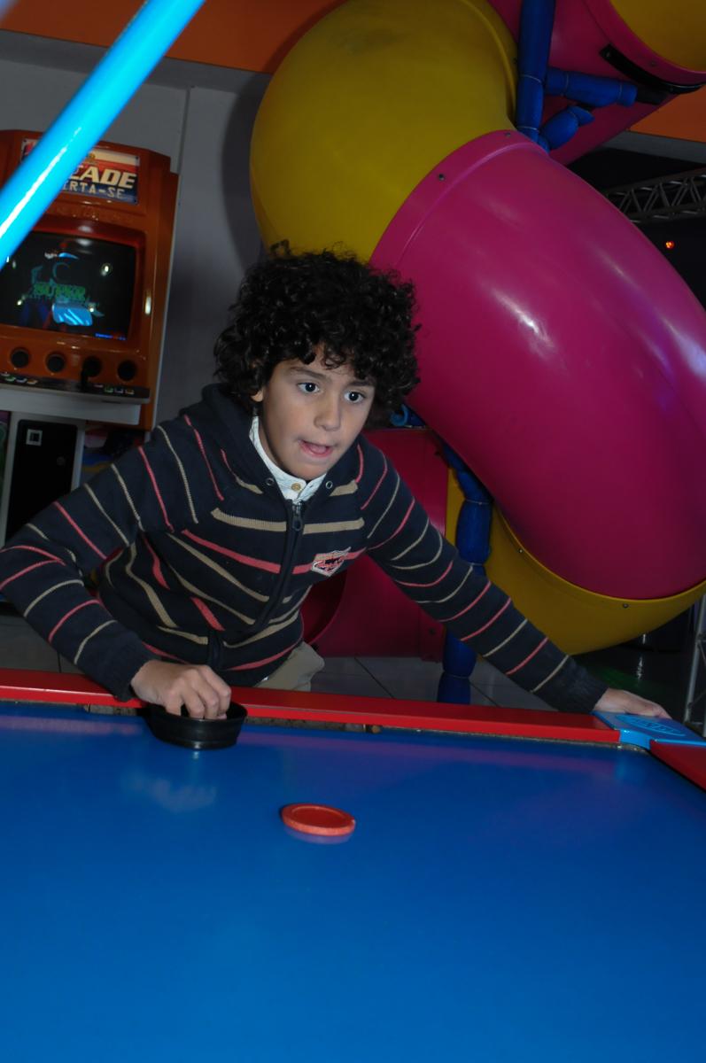 foto do amiguinho do aniversariante no brinquedo no Buffet Magic Joy