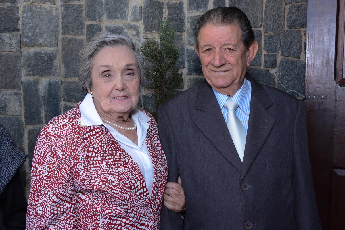 Adelino e Alzira aguardando o momento da cerimônia, Igreja Santa Gema Galgani, Osasco-SP