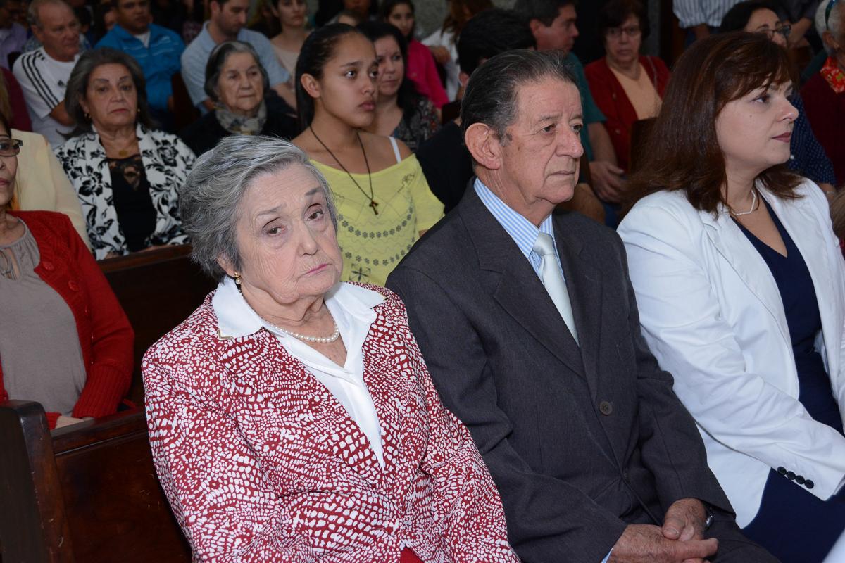 Adelino e Alzira sentados na Igreja Santa Gema Galgani, Osasco-SP