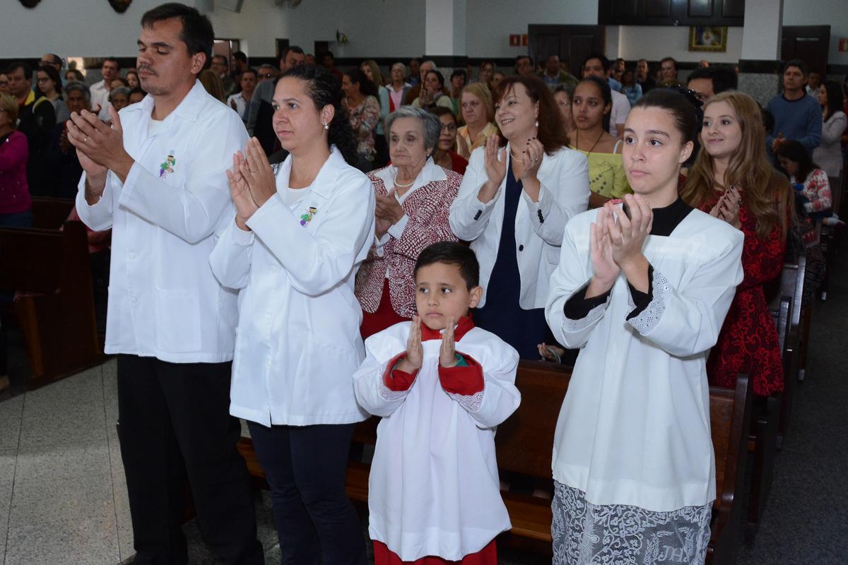 todos felizes durante a cerimônia na Igreja Santa Gema Galgani, Osasco-SP