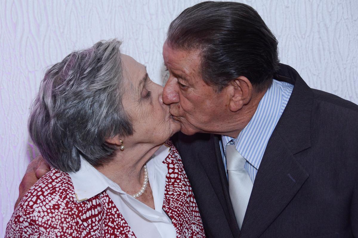 Beijo do casal no Buffet Yumi, Osaco- SP