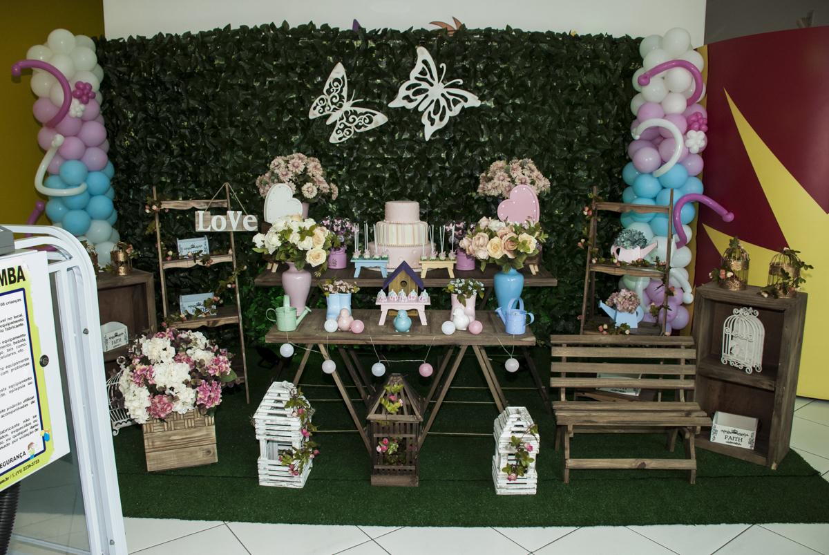 mesa temática da festa jardim encantado