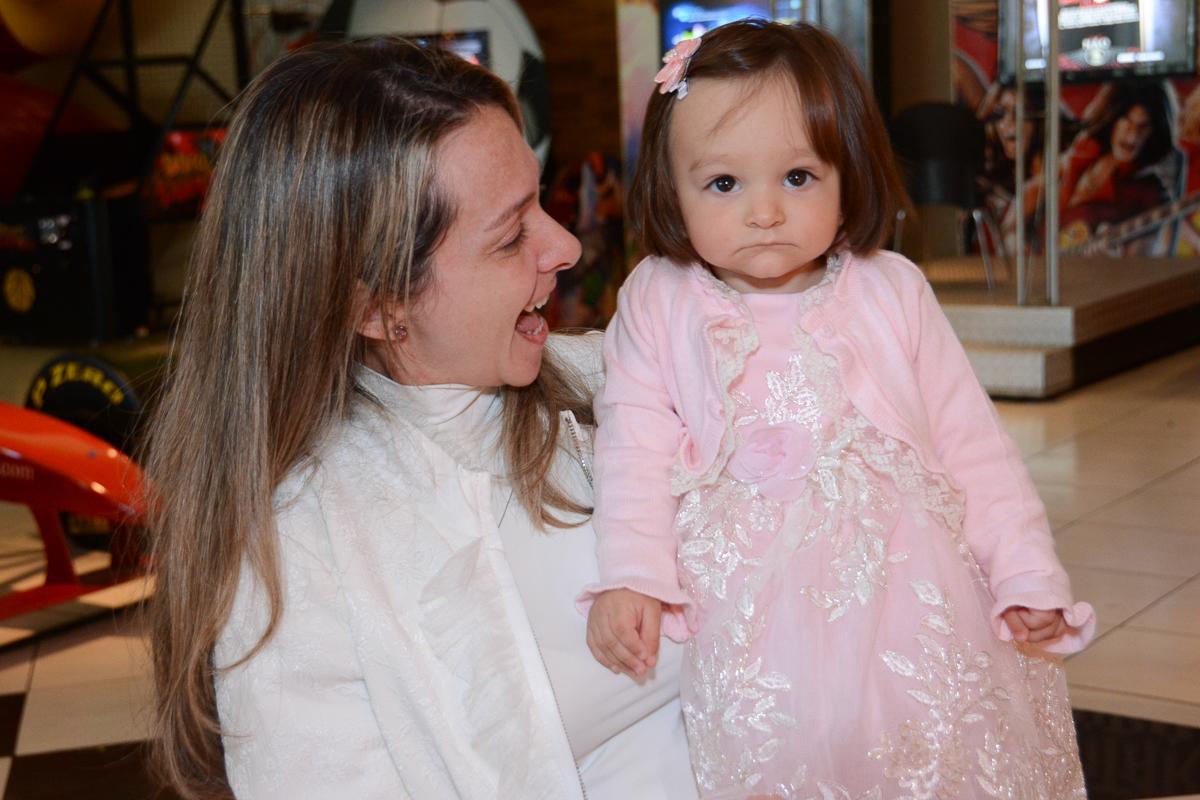 Mamãe feliz com Lorena  no Buffet Planeta Kids, São Paulo - SP