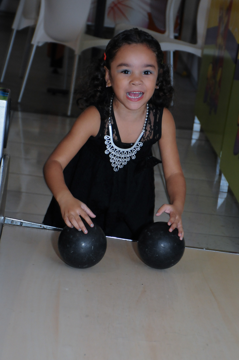 Ana Carolina se divertindo em sua festa de aniversário  Buffet Zureta-Osasco -SP