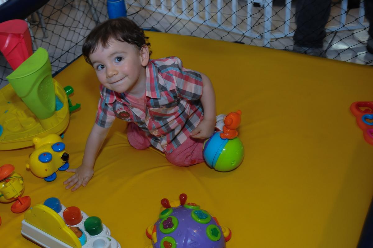 amiguinho brincando na área baby  Buffet Zureta-Osasco -SP