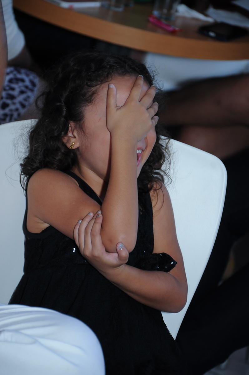 Anna se escondendo em sua festa  Buffet Zureta-Osasco -SP