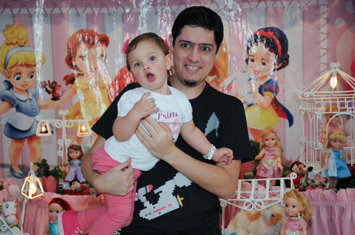 Valentina e o titio no Buffet Fábrica da Alegria, Osasco
