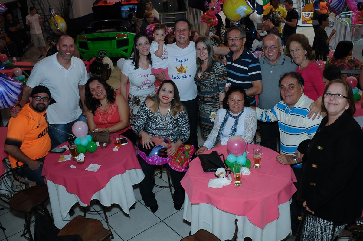 foto dos amigos reunidos no Buffet Fábrica da Alegria, Osasco