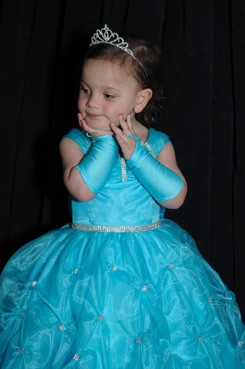 aniversariante vestida de princesa no Buffet Fábrica da Alegria, Osasco