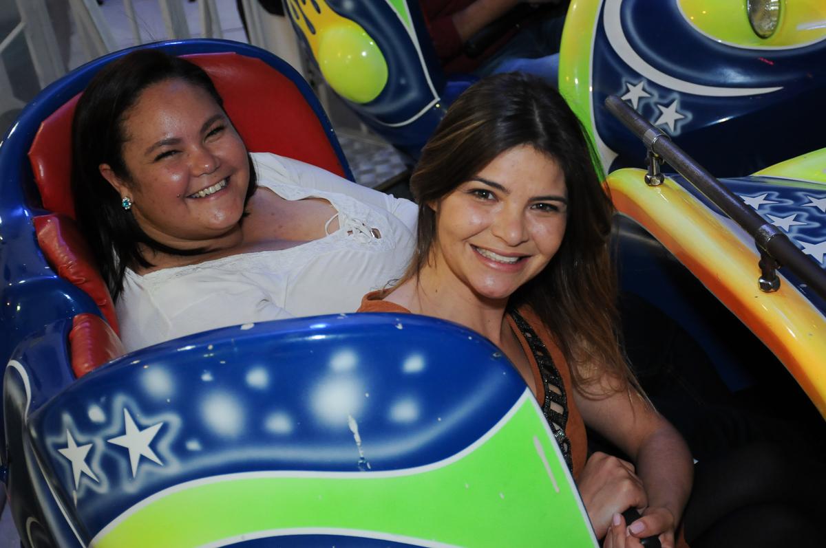 amigas da mãe do lucas se divertindo no Buffet Fábrica da Alegria, SP