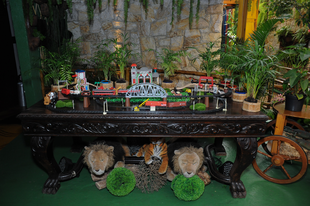 mesa decorada tema Safari no Buffet Saphari - Campo Belo
