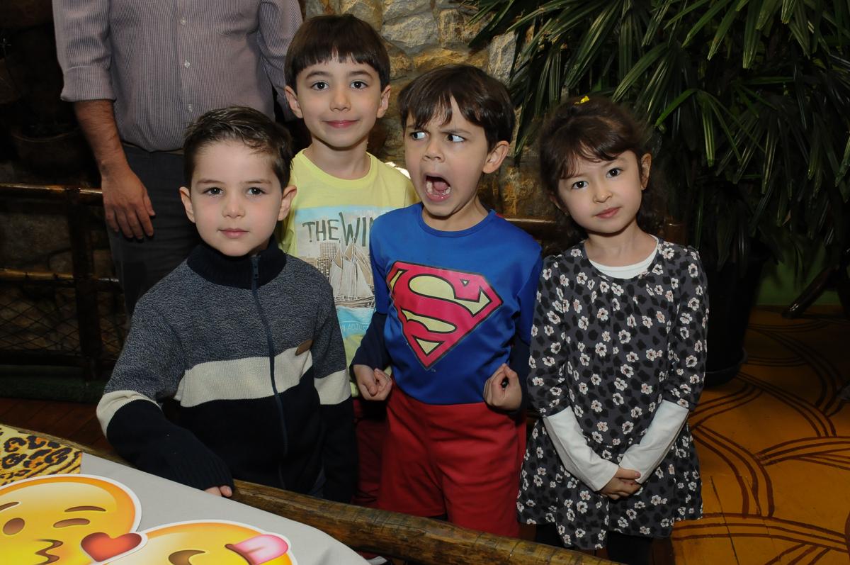 breno e seus amigos no Buffet Saphari - Campo Belo