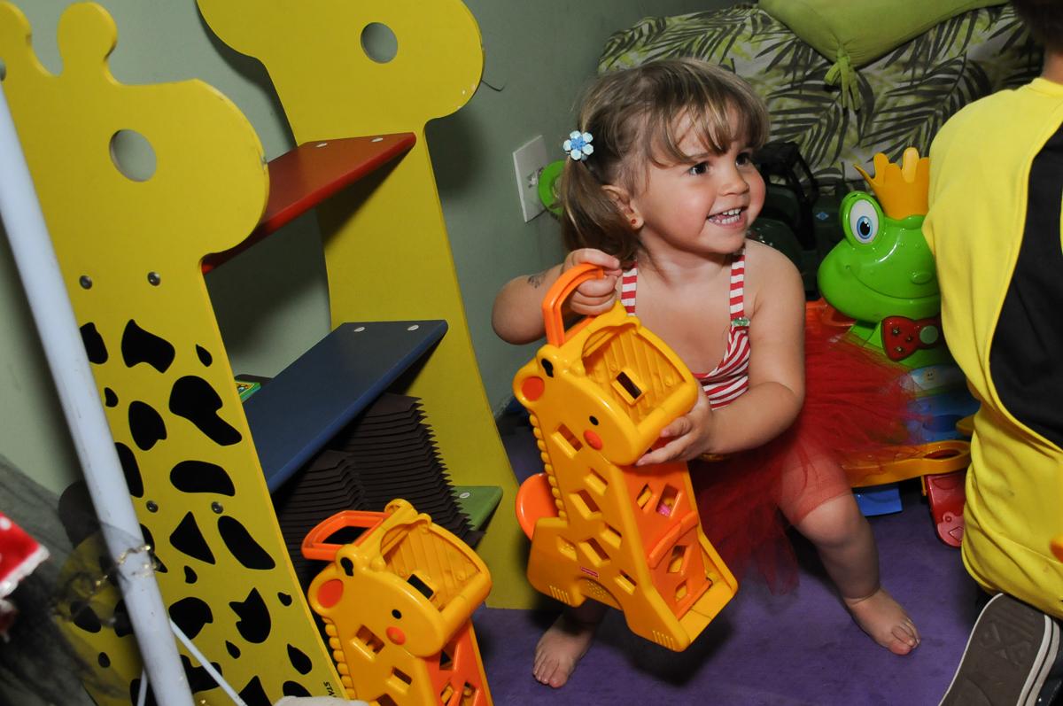 amiguinha brincando na área baby no Buffet Saphari - Campo Belo