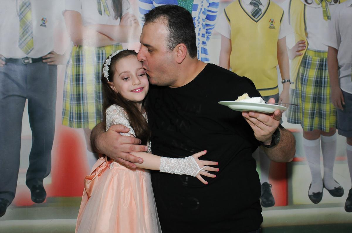 quem ganhou o primeiro pedaço de bolo foi o papai no Buffet Zezé e Lelé