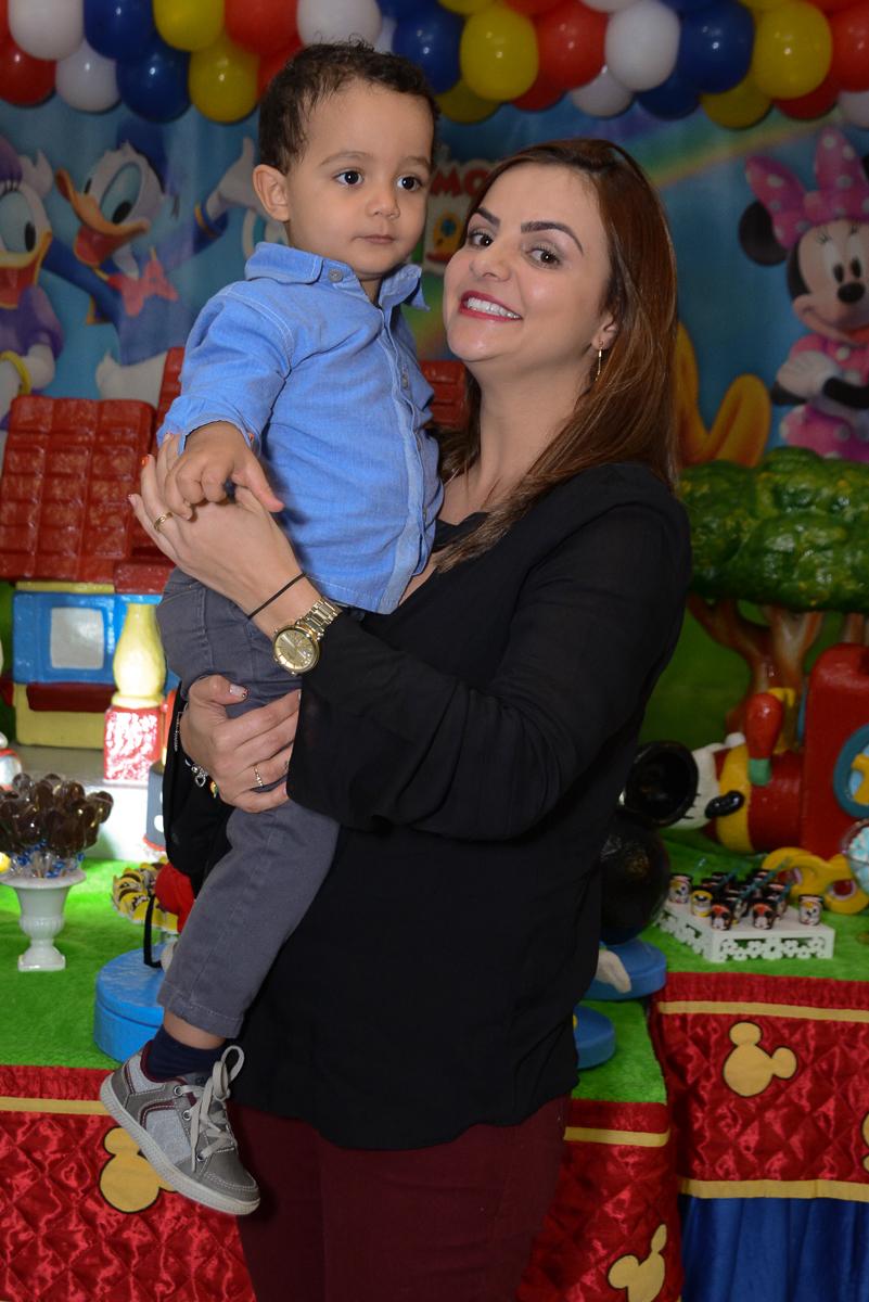 Matheus e a mamãe no Buffet Fábrica da Alegria, Morumbi