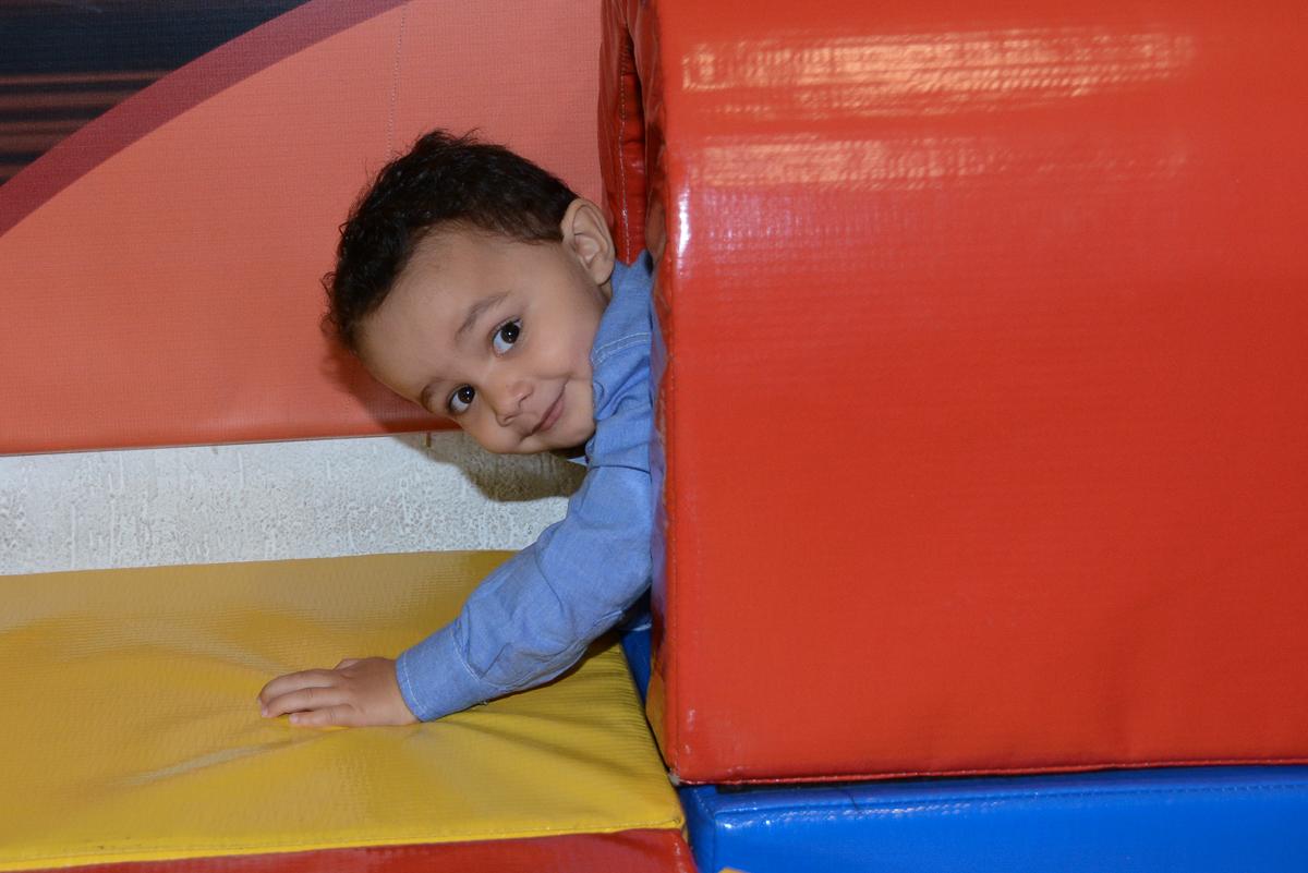 Matheus no túnel no Buffet Fábrica da Alegria, Morumbi