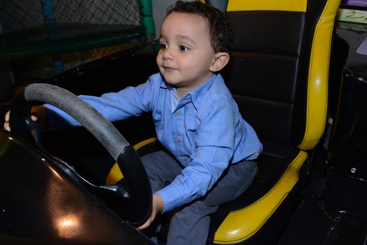 Matheus no carrinho no Buffet Fábrica da Alegria, Morumbi