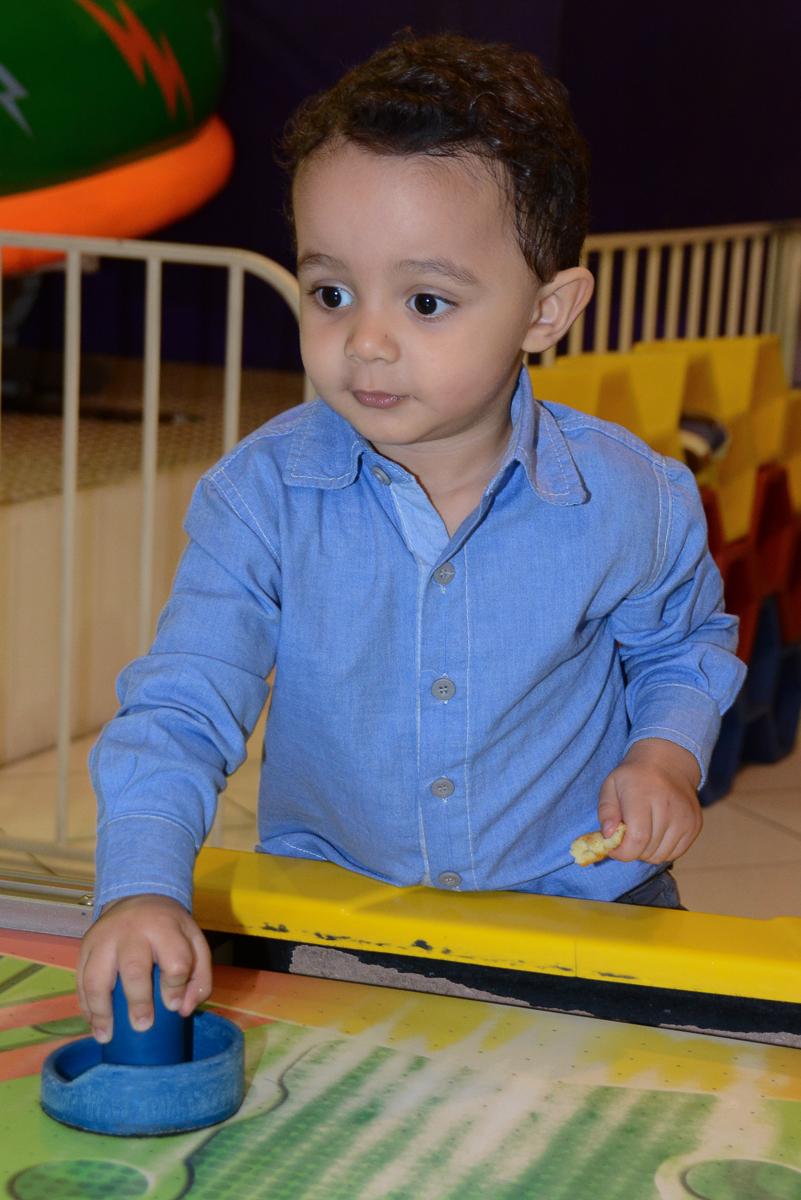 Matheus jogando no Buffet Fábrica da Alegria, Morumbi