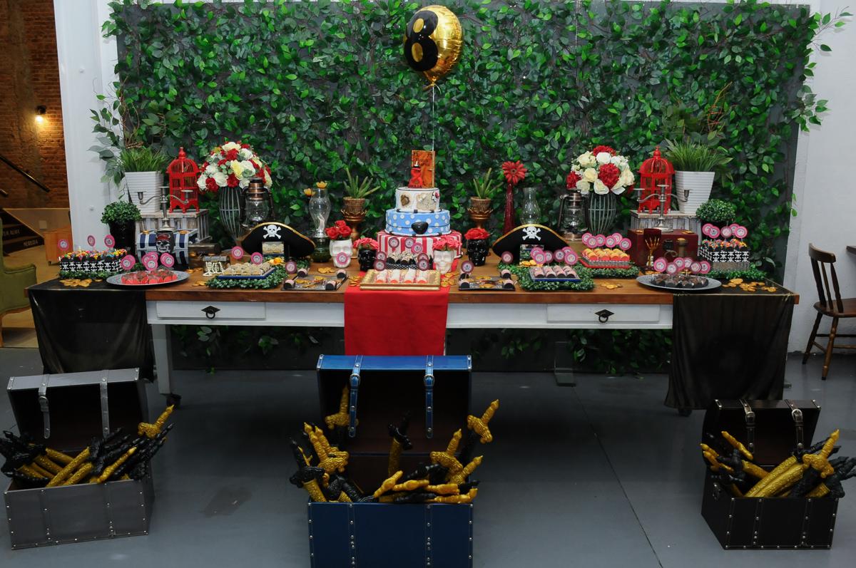 mesa decorada piratas do caribe no Buffet Espaço Vila da Arte
