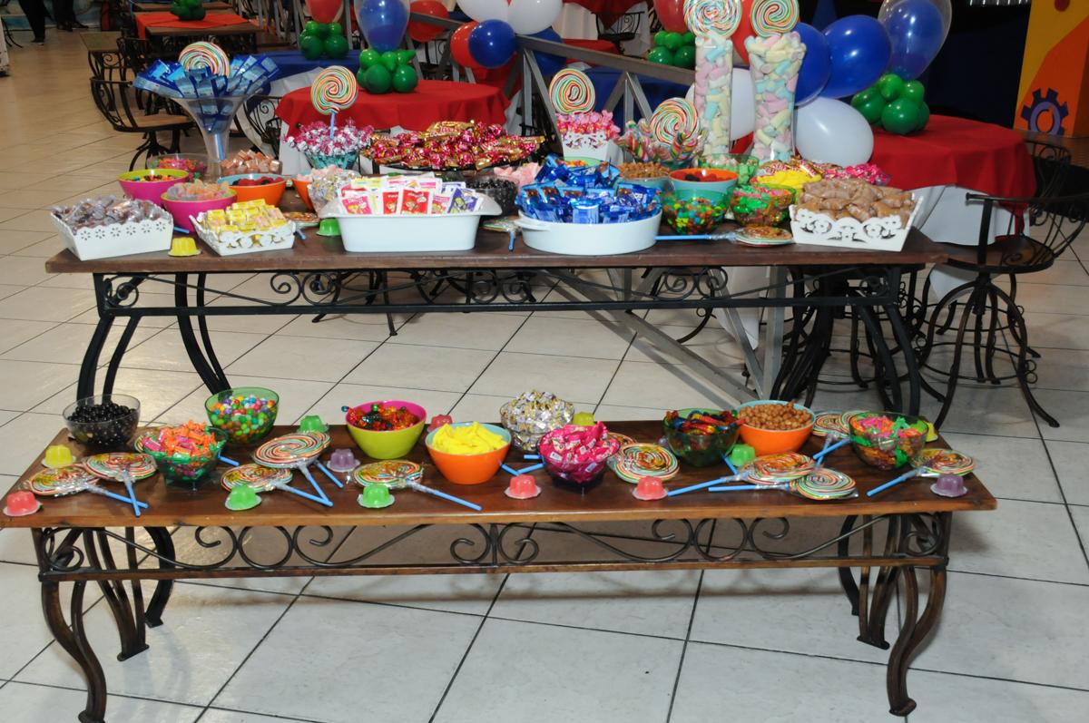 mesa de doces no buffet fábrica da alegria, osasco