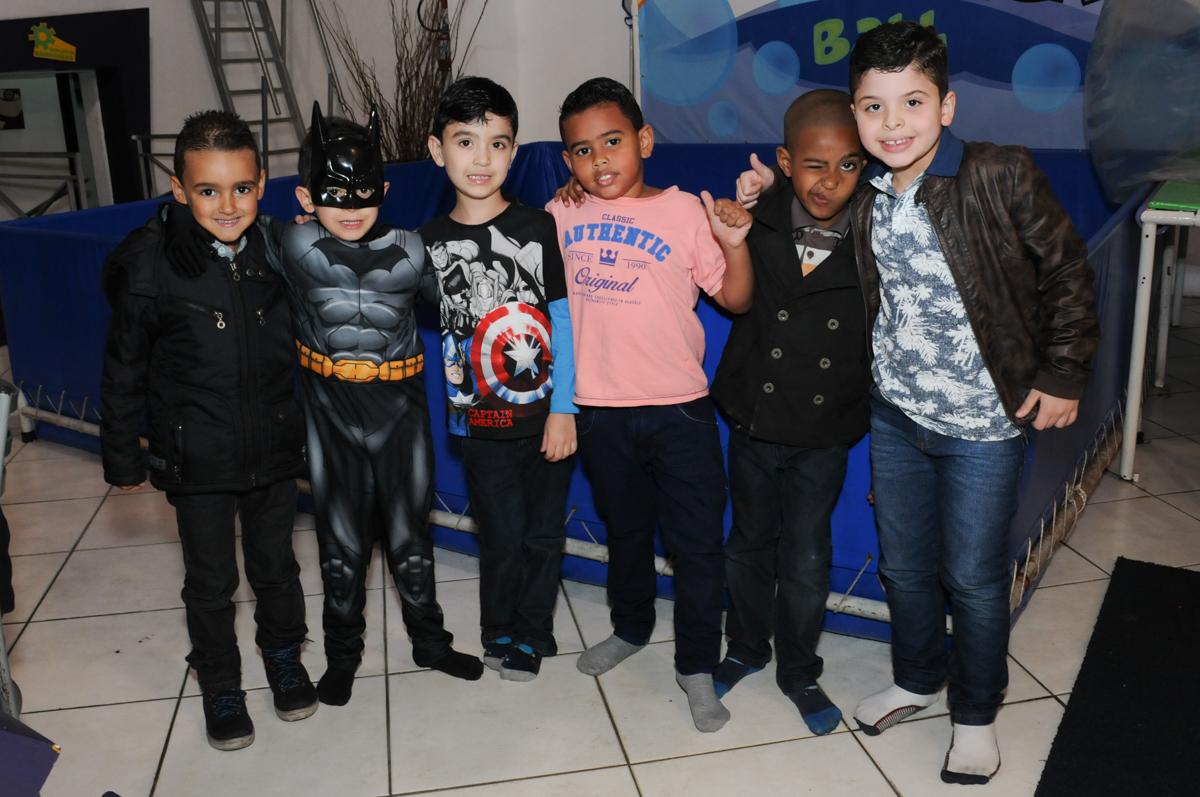 foto de matheus e seus amiguinhos no buffet fábrica da alegria, osasco