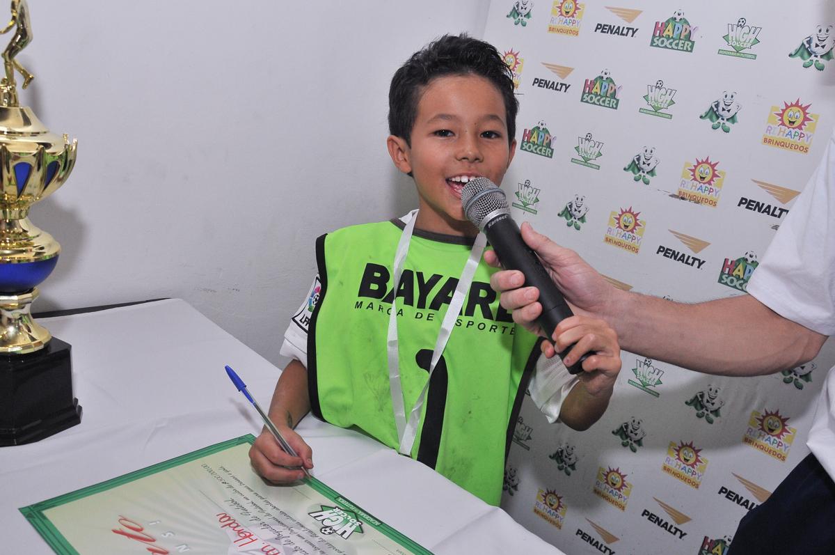 rafael sendo entrevistado no Buffet High Soccer