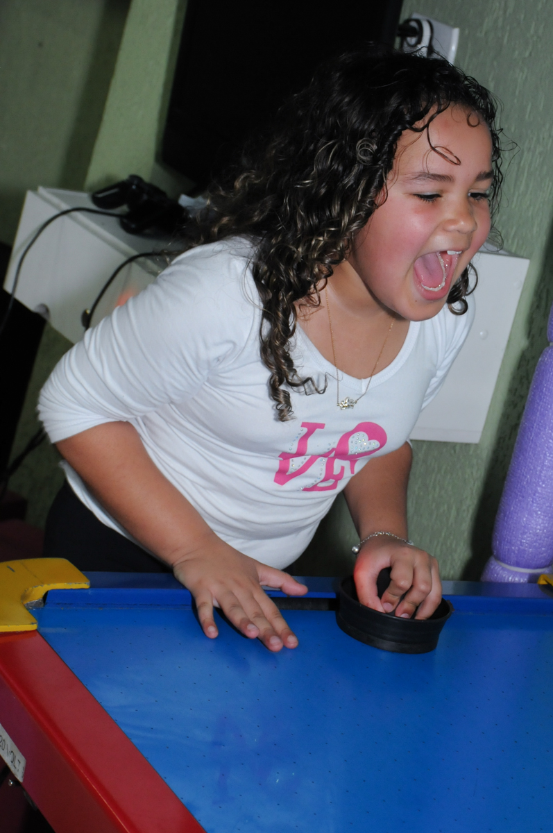 convidada brincando no Buffet infantil na zona norte SP
