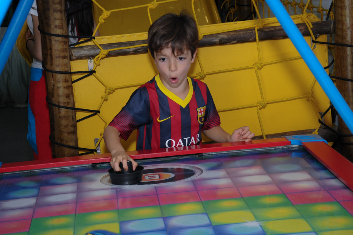amiguinho jogando no buffet espaço boo, Lapa, São Paulo