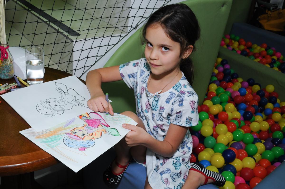 amiguinha desenhando no buffet espaço boo, Lapa, São Paulo