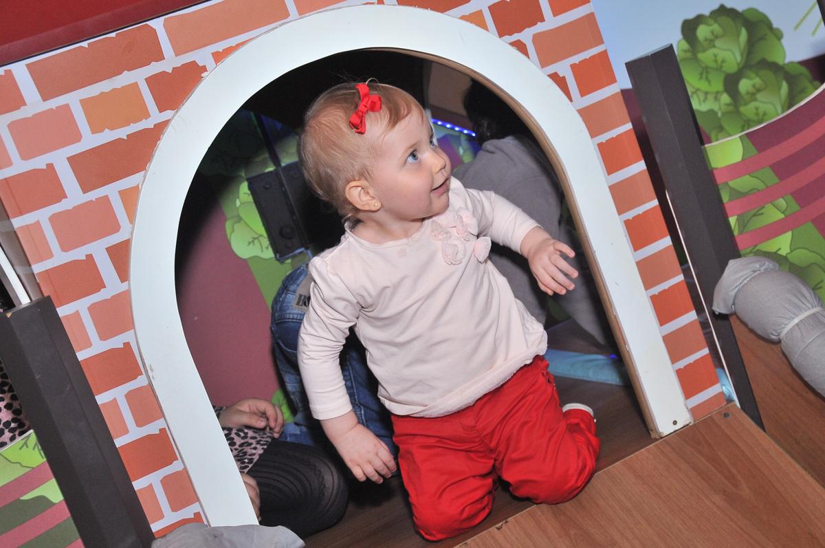 criança brincando na área baby no buffet viva vida, fazendinha butantã