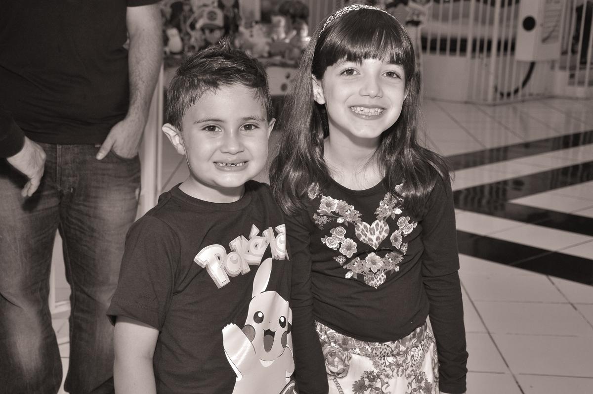 Jonathan e amiguinha no Buffet infantil Salakaboom