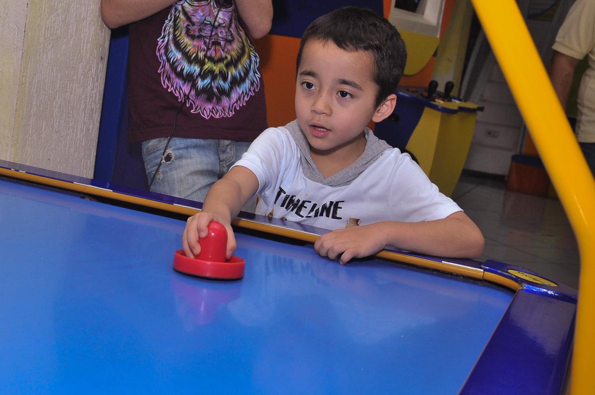 jogo de futebol de mesa no Buffet infantil Salakaboom