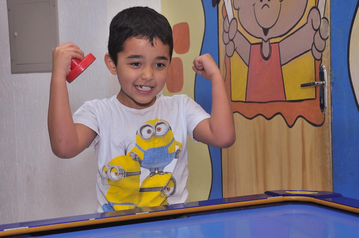 alegria de fazer o gol no Buffet infantil Salakaboom
