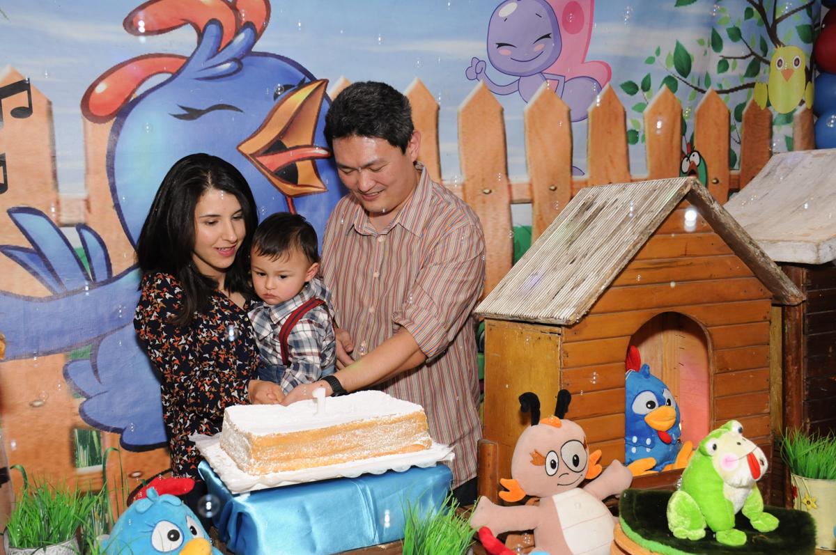 cortando o bolo de aniversário no Buffet Magic Joy - Moema, São Paulo