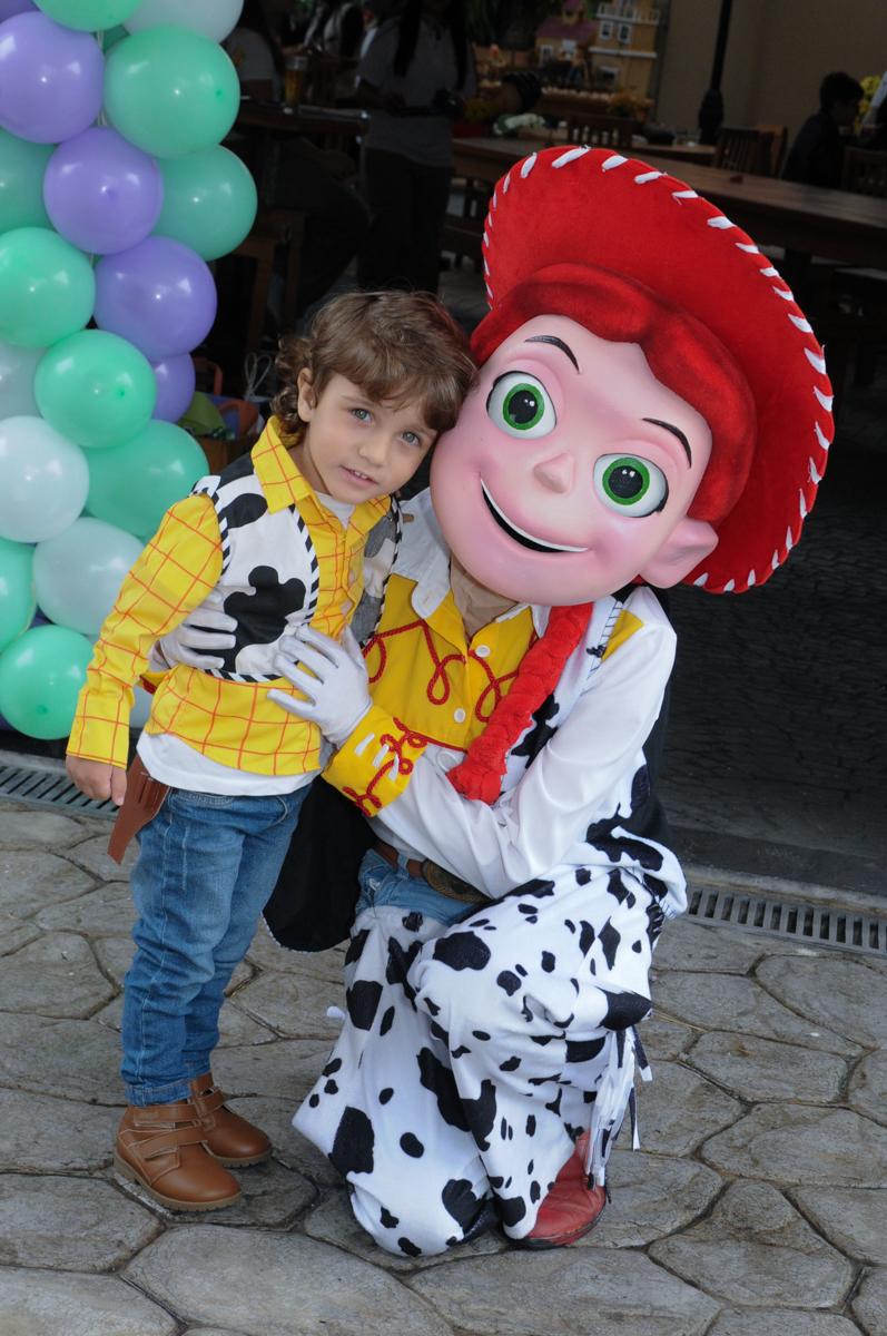 arthur e a Jessey em frente ao Buffet Praça Pitangueiras, São Paulo- SP