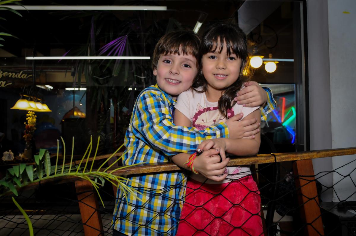 abraço carinhoso no Buffet Viva Vida, Butantã, São Paulo