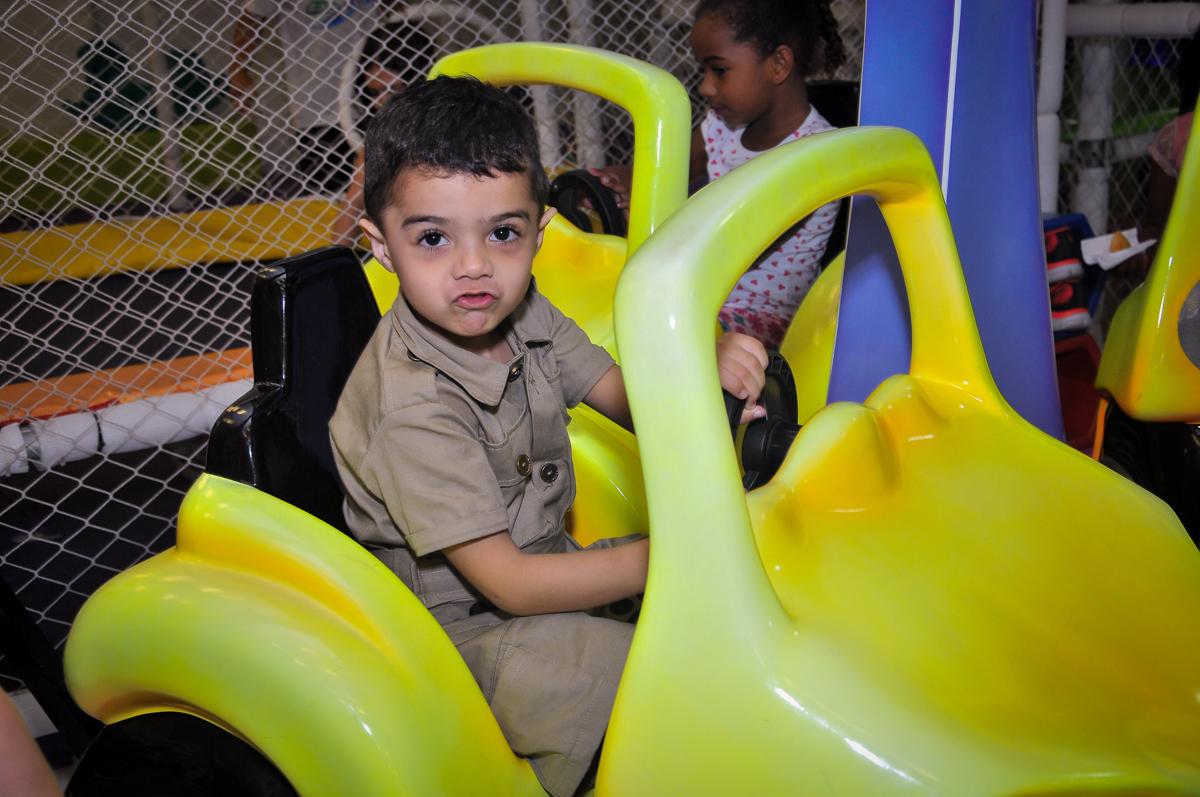 aniversariante no carrinho no Buffet infantil Max Mania, Panambi