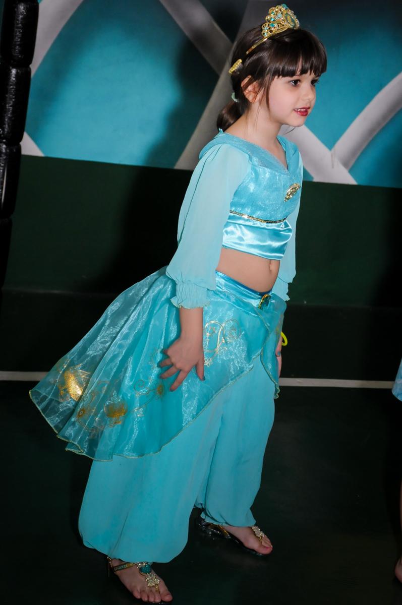 aniversariante vestida de odalisca no Buffet Infantil Ra Tim Boom, Saude, São Paulo
