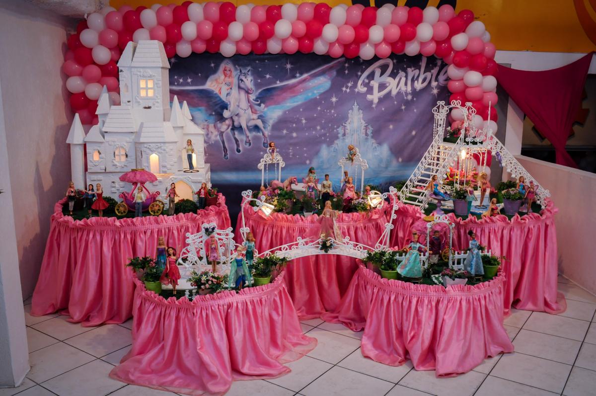 mesa decorada barbie no Buffet Fábrica da Alegria, Unidade Osasco