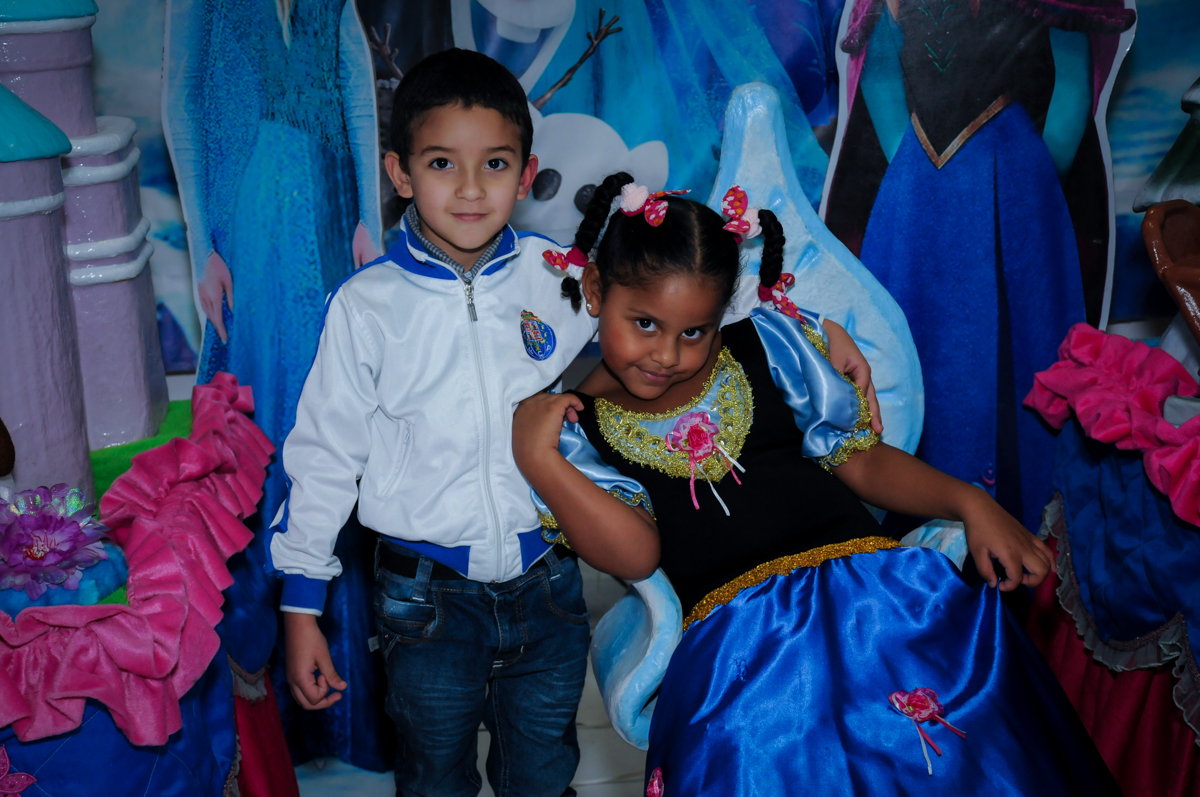 bagunça na festa tema frozen no Buffet Magic Joy Unidade Saude