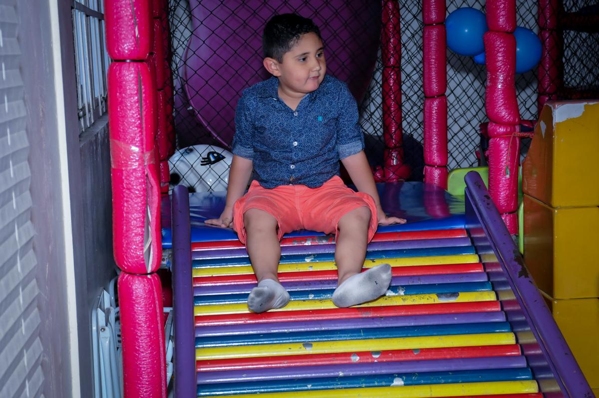aniversariante no escorregador no Buffet Infantil Amazing, Alphaville, São Paulo