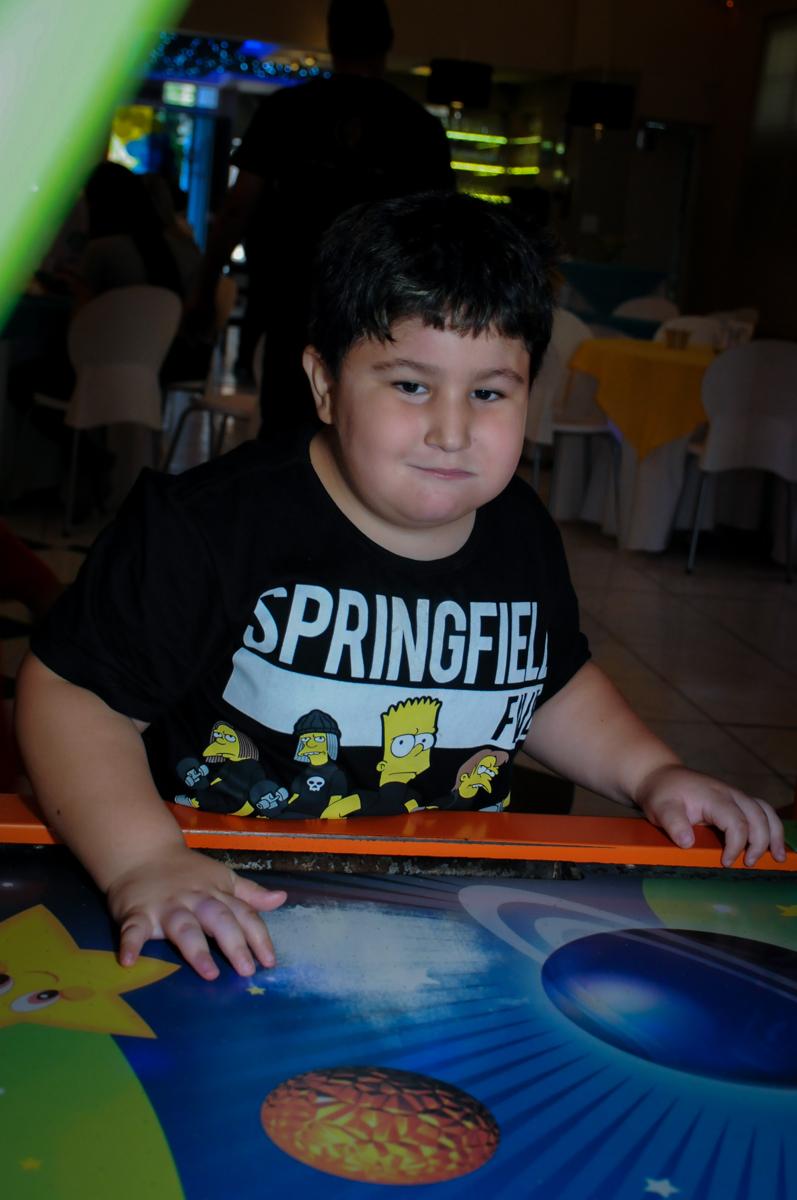 jogando com amiguinho no Buffet Infantil Amazing, Alphaville, São Paulo