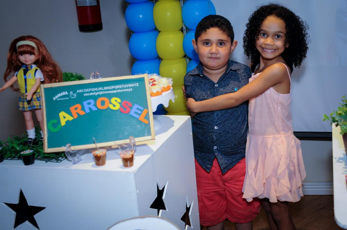 foto com amiguinha namoradinha no Buffet Infantil Amazing, Alphaville, São Paulo