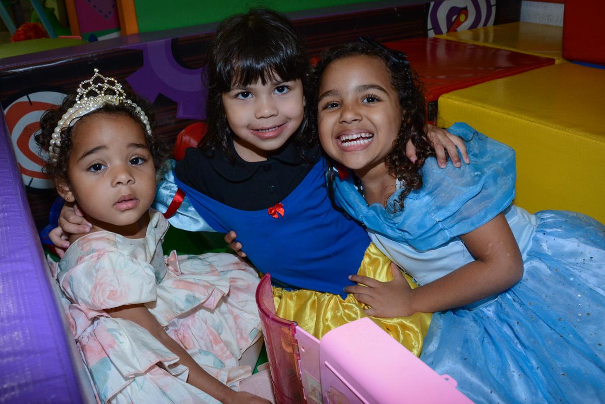 sorrisos da criançada no Buffet Fábrica da Alegria Unidade Morumbi, São Paulo
