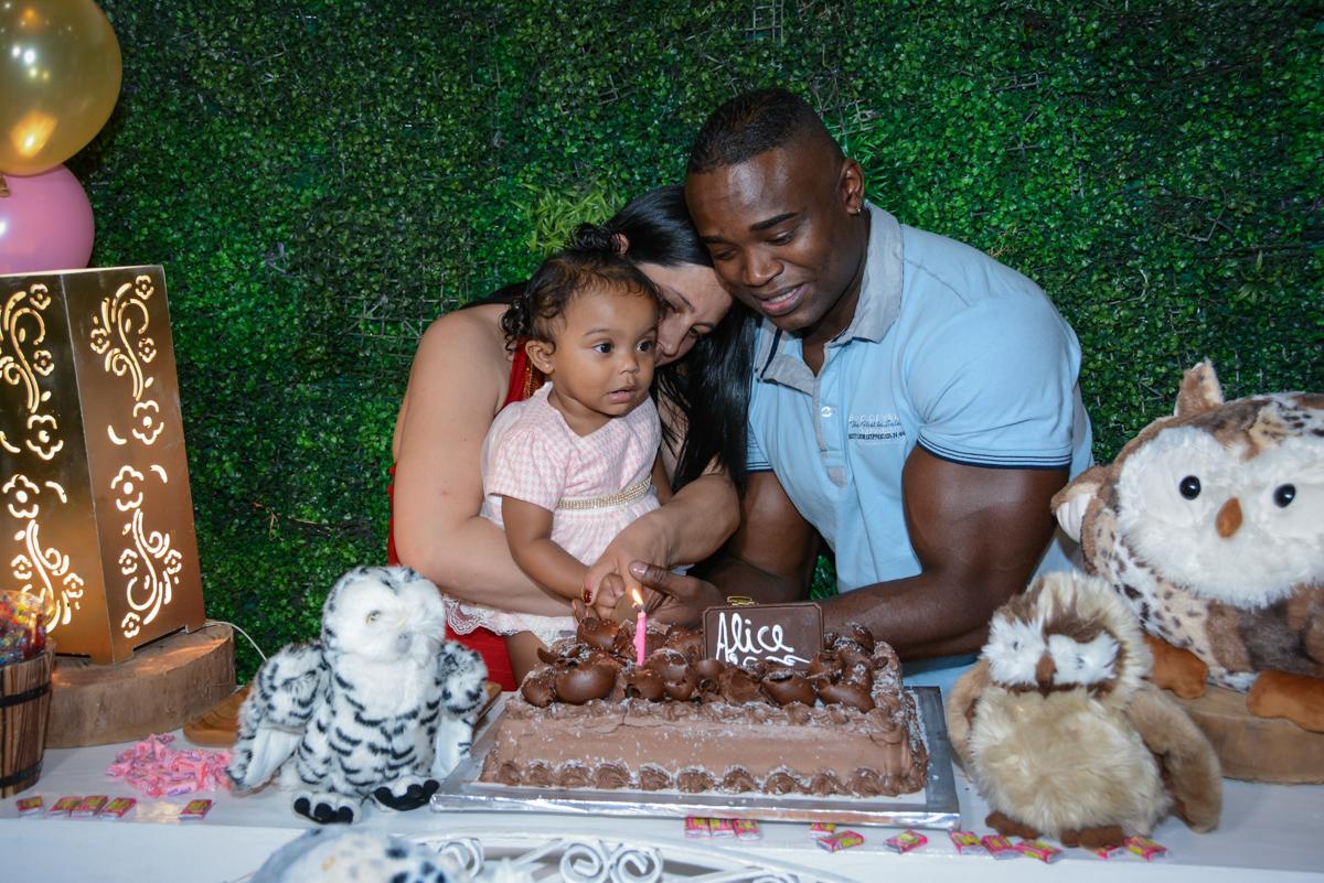 cortando o bolo de aniversário no Buffet Fábrica da Alegria Unidade Morumbi, São Paulo