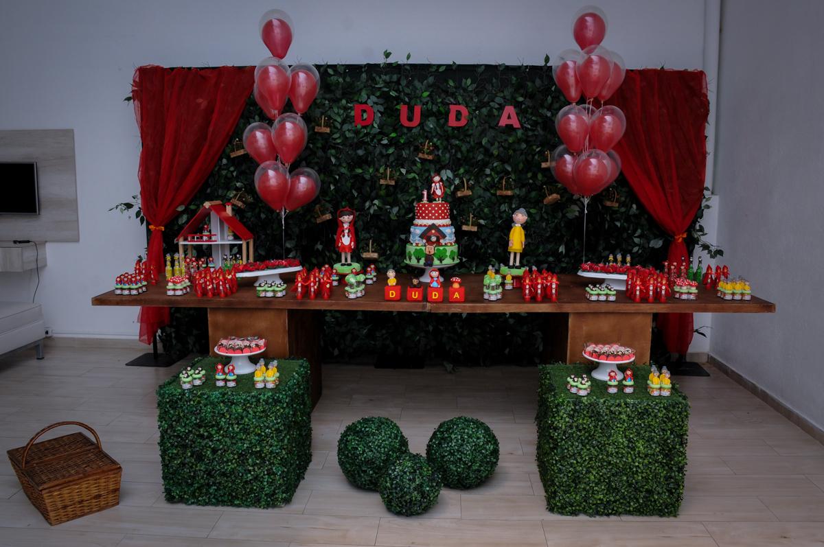 tema da mesa chapeuzinho vermelho no buffet spazio reale, são paulo-sp